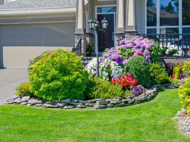How to Create a Neighborly Front Yard in 7 Ways