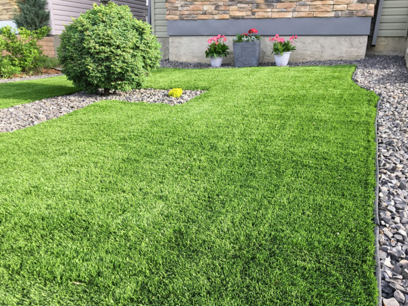 7 Ways Artificial Grass Benefits Your Home Landscape