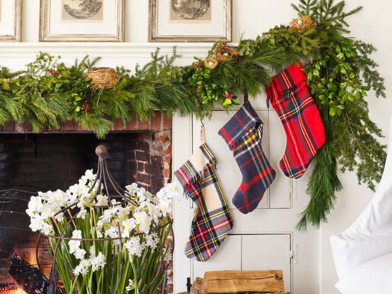 10 Gorgeous Mantle Decoration Ideas For Christmas