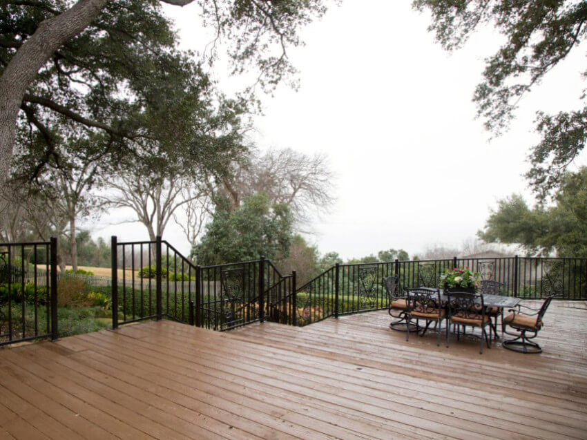 Metal railings can be either aluminum or steel.