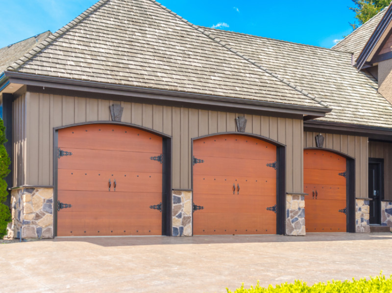 10 Gorgeous Garage Door Ideas For Your Home