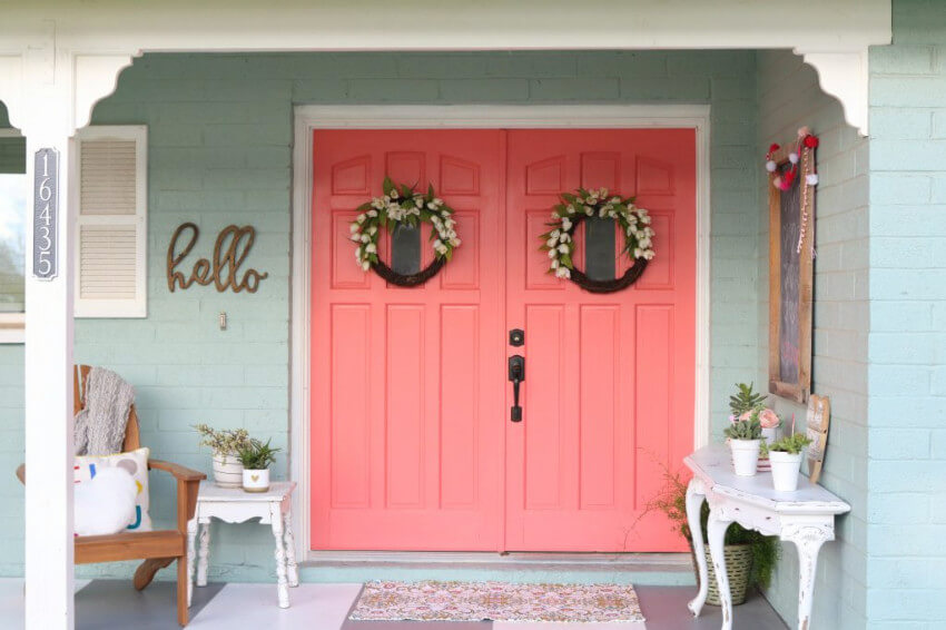 The front door is just waiting for a bold entrance.
