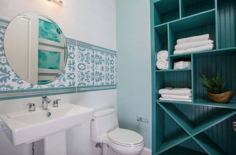 10 Brilliant Ideas For a Small Bathroom Makeover