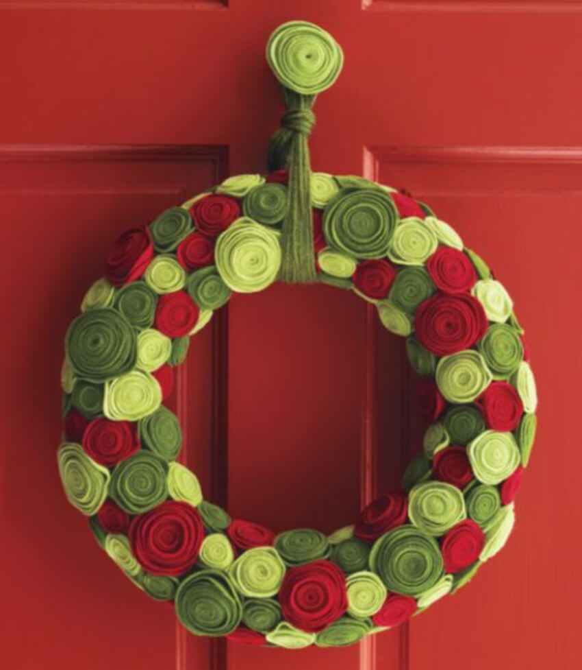 A gorgeous Christmas wreath in traditional colors! Source: Woman's Day