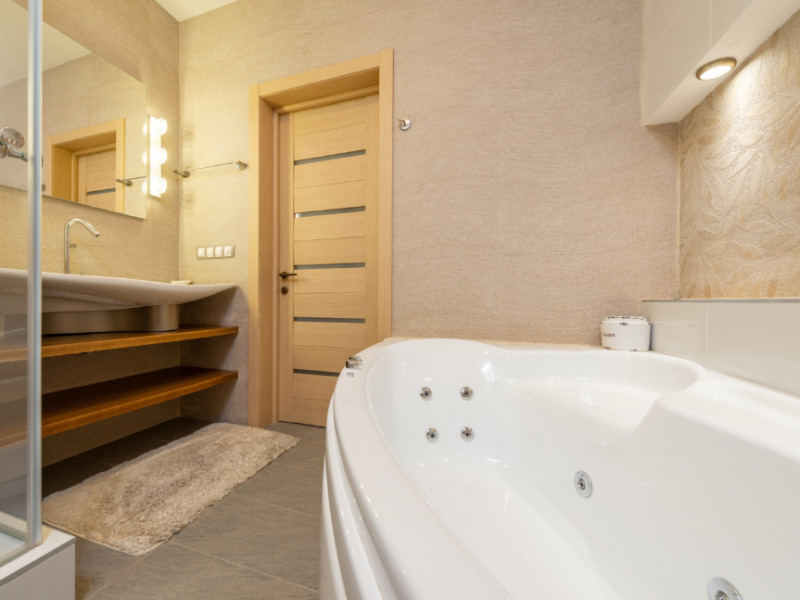 Should I Refinish, Reglaze or Replace My Bathtub?