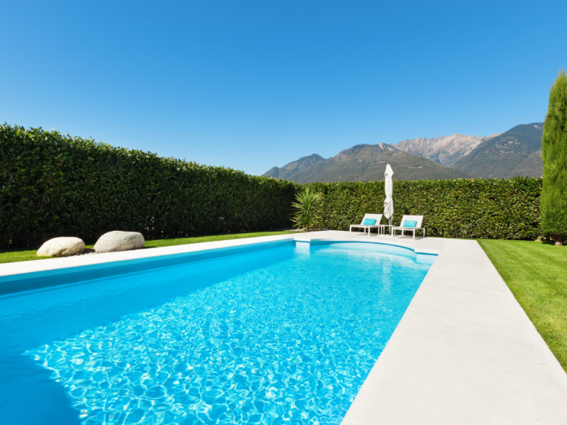 The Pros and Cons of Popular Swimming Pool Options