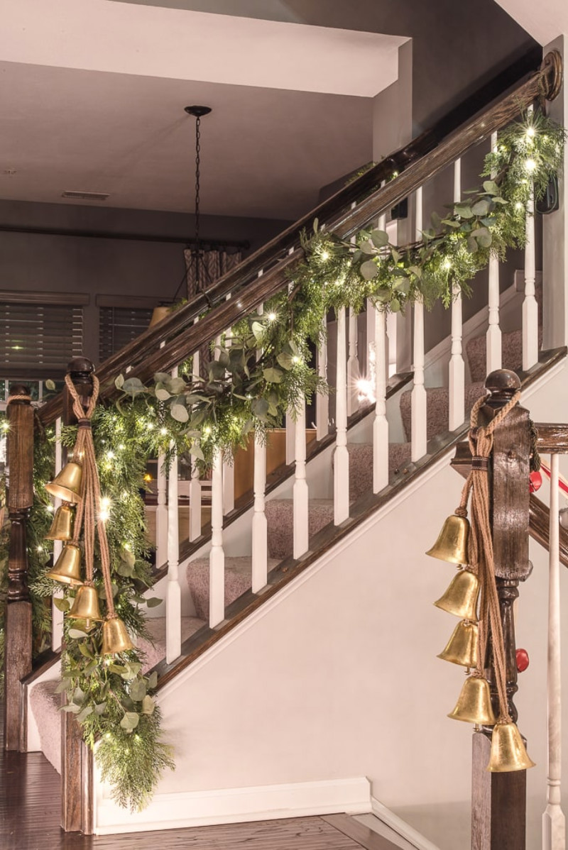 String lights are easy-mode for Christmas decoration. Source: Keys To Inspiration