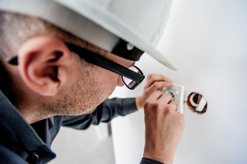 why hire a licensed electrician