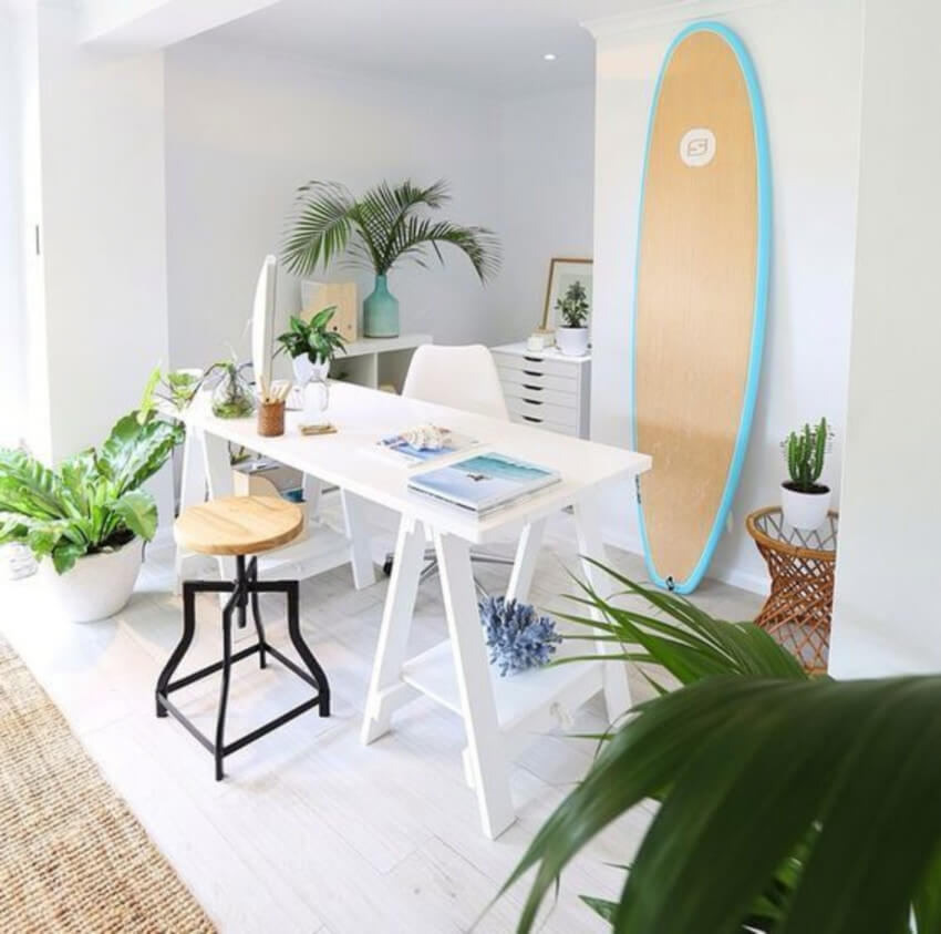 Use colors to create a relaxing environment with your surfboard.