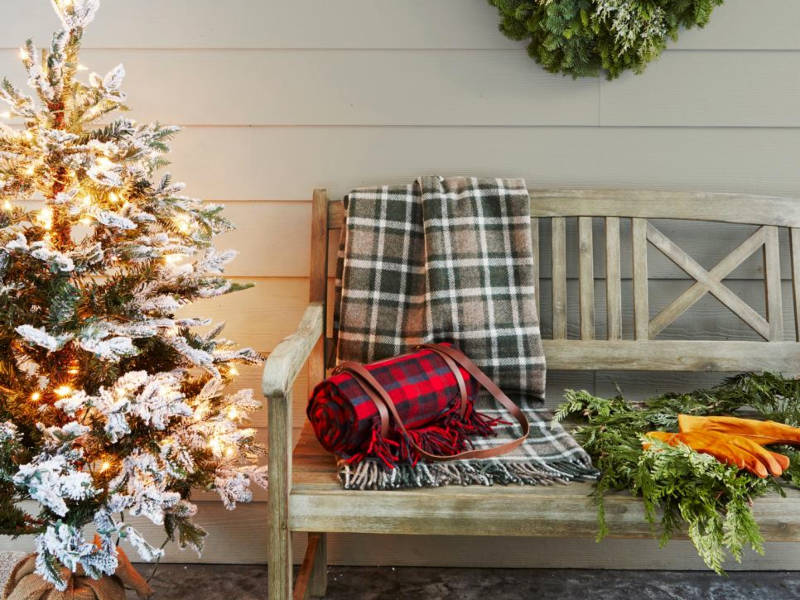 7 Inspiring Ways To Decorate Your Front Porch For The Holidays