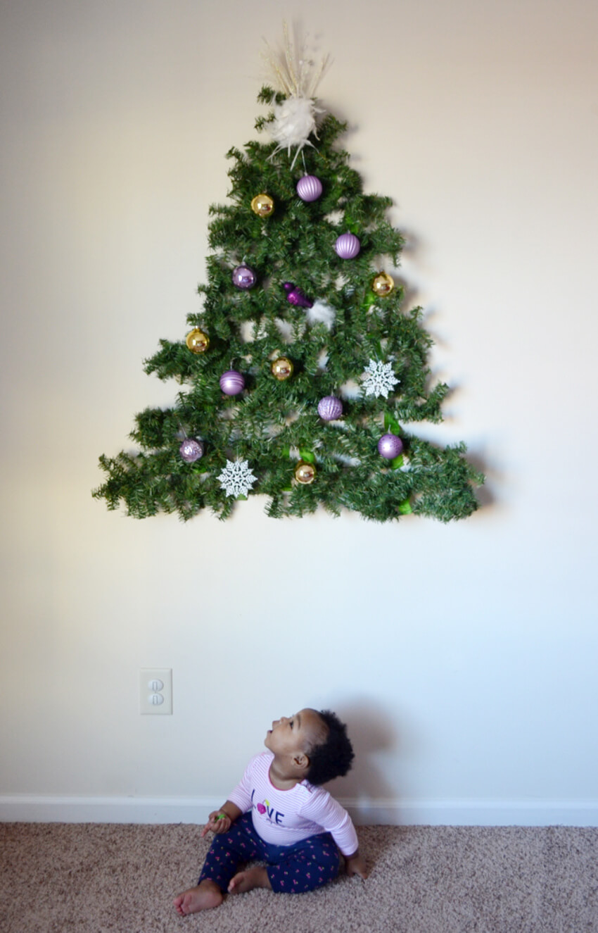 A minimal approach to Christmas tree decoration! Source: Green Your Decor
