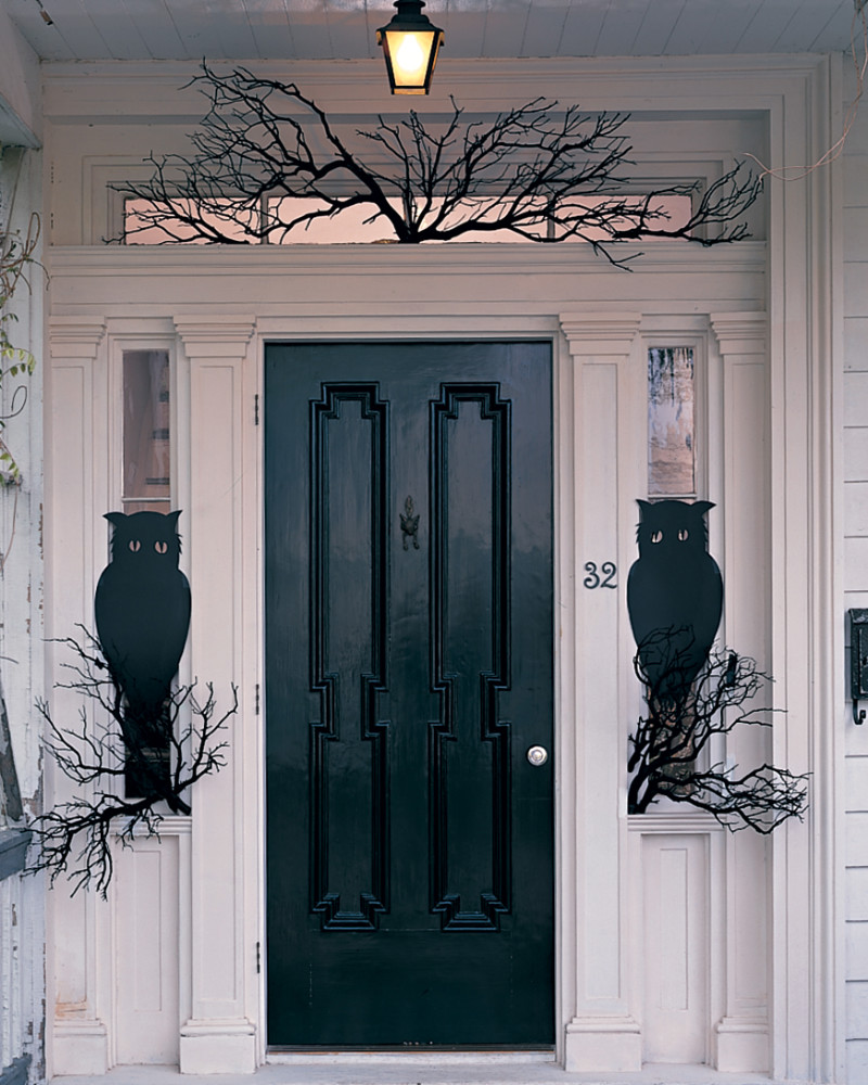 A black and white idea that's easy yet creative. Source: Martha Stewart
