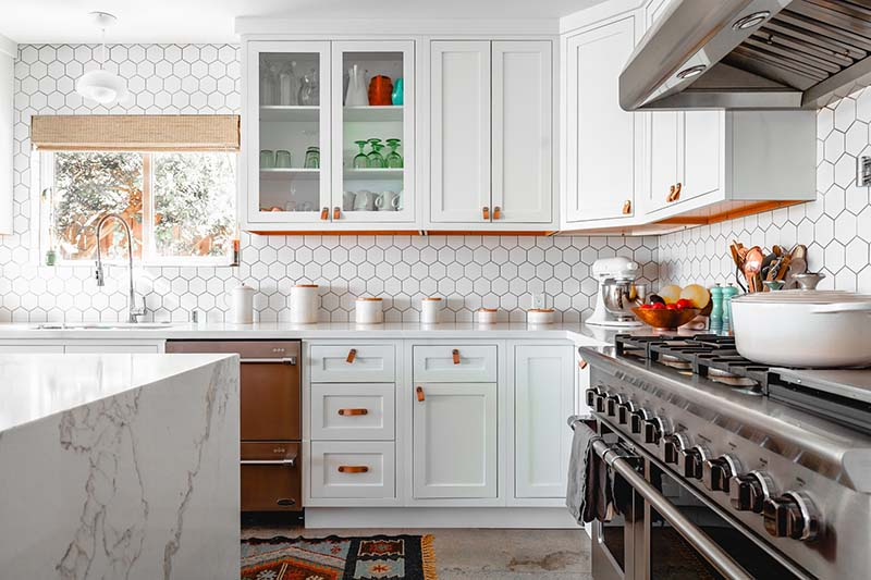 Replace or Reface Kitchen Cabinets: Which Is The Best For You?