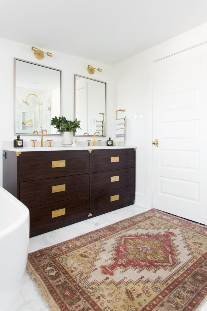 A vintage rug might just be what your bathroom needs.